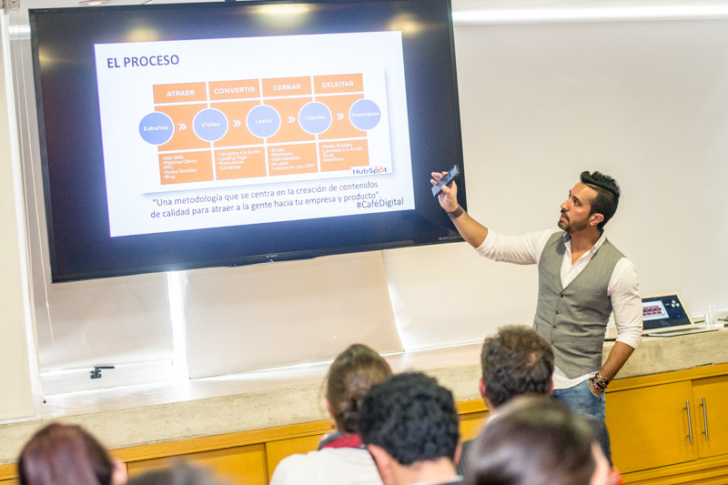 Francisco Urdaneta - Consultor Experto en Marketing Digital
